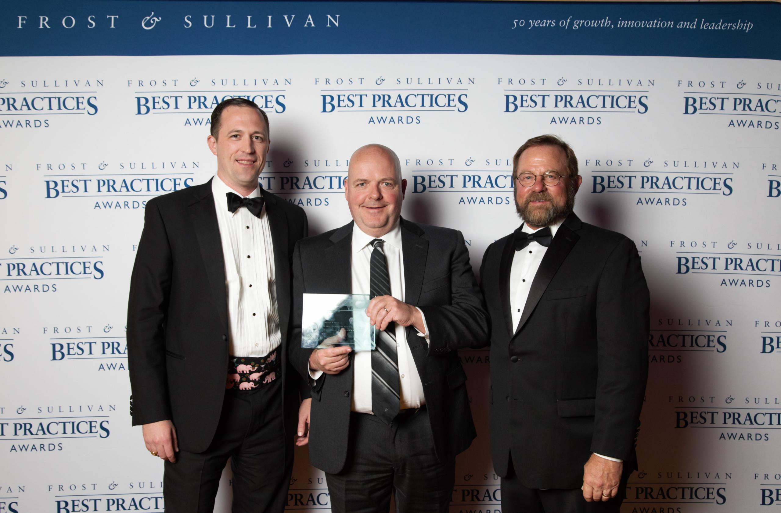 Data Gumbo CEO Andrew Bruce and CPO William Fox accept Frost and Sullivan award